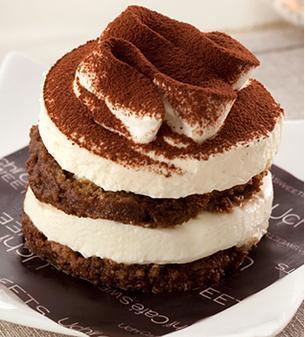 ローソンのケーキでおうちカフェしよう!人気商品やホールケーキも♪